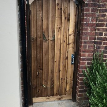 Bespoke curved top gate